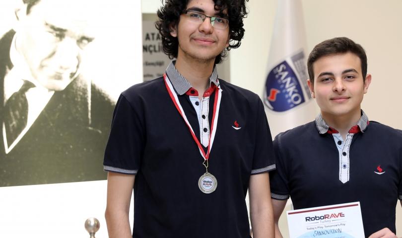 Sanko Okulları Uluslararası Robot Yarışmasında İkinci Oldu
